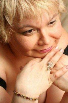 сексуальная негритянка Мадам Кураж Вирт, закажите онлайн